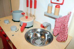 Die Kinderküche fertig aufgebaut